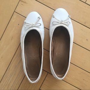 Aerosoles white ballerina flats